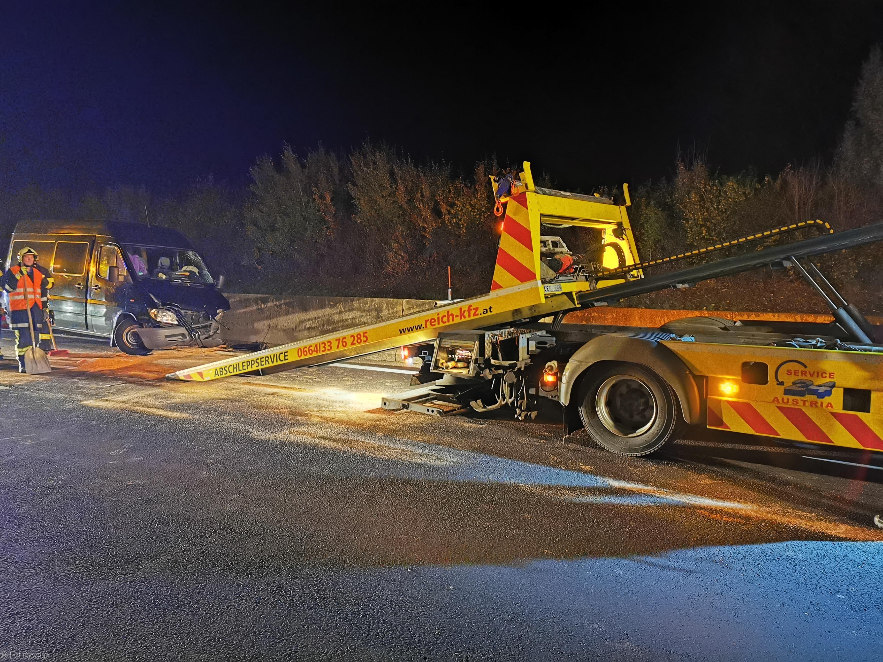 Verkehrsunfall - Aufräumarbeiten